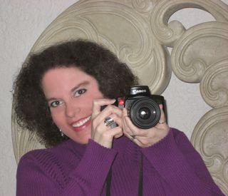Melooking around camera ret SQ