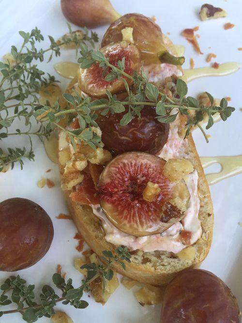 Honey Bourbon Fig And Bacon Crostini 7 15.45.09