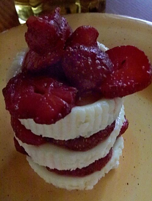 Vanilla ginger cookie cheesecake with honey bourbon strawberries 4
