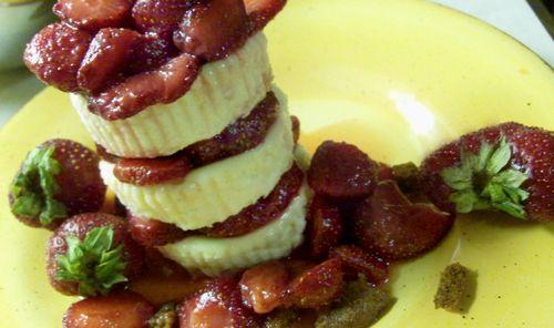 Vanilla ginger cookie cheesecake with honey bourbon strawberries 6