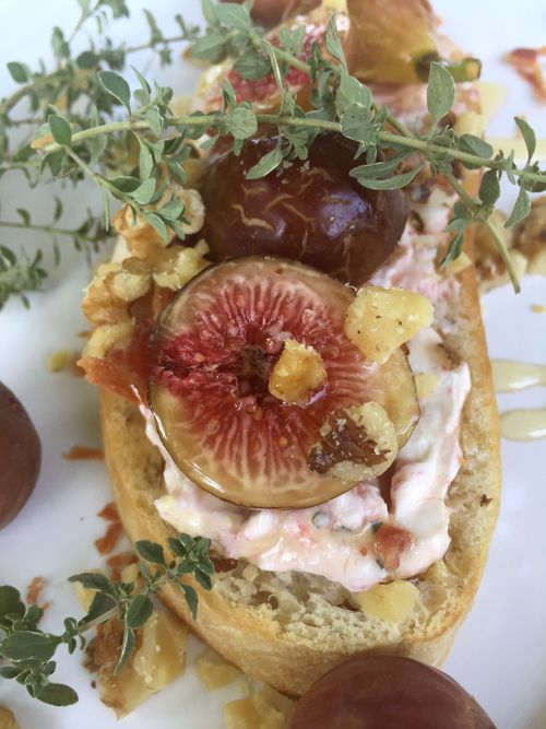 Honey Bourbon Fig And Bacon Crostini 9 15.46.08