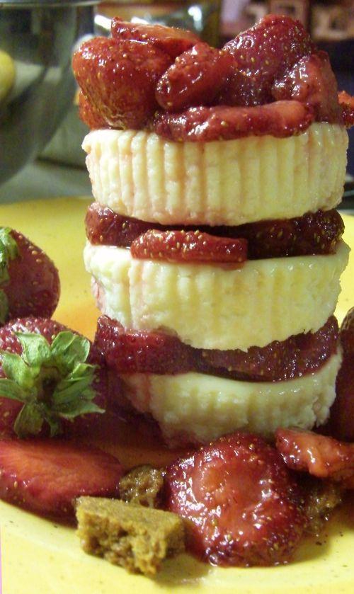 Vanilla ginger cookie cheesecake with honey bourbon strawberries 7